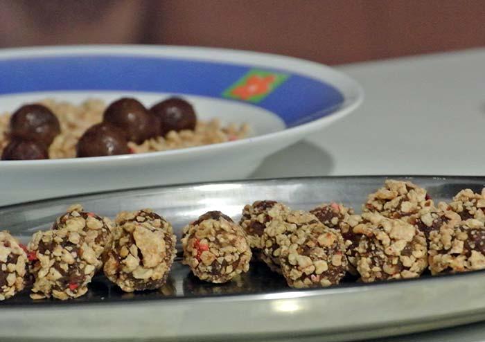 Wir haben uns mal an Rumkugeln versucht... die waren ganz akzeptabel aber nie und nimmer mit Omas Kekskollektion zu vergleichen!